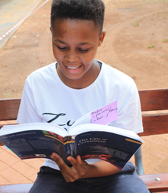 Students Faculty Kick Off Stem Research Week: Kovsie Donates Text Books To Needy First-year Student